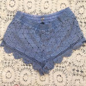 UO ecote blue lace shorts